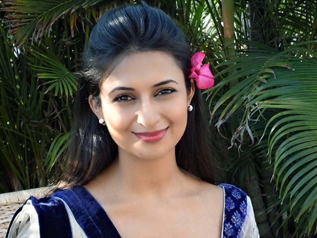 Divyanka Tripathi Dahiya Photos: 50 Stunning HQ Pictures Of Actress