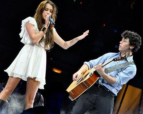 Miley Cyrus, Nick Jonas photos