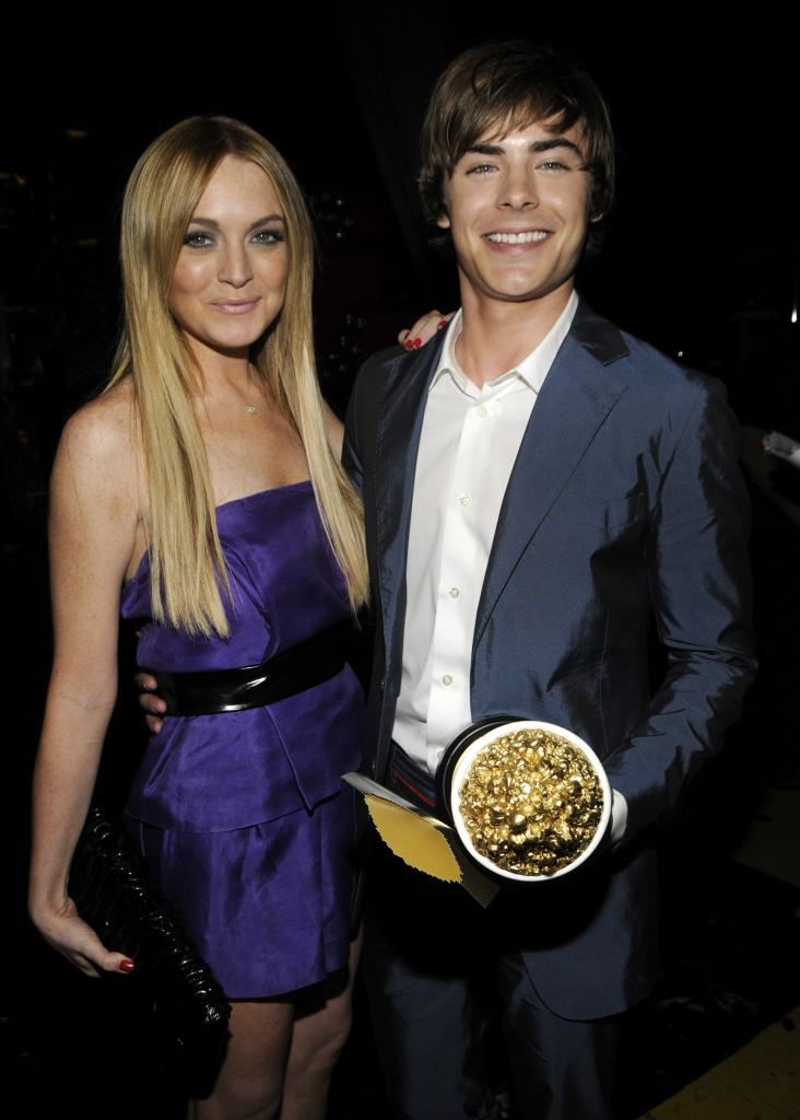 Lindsay Lohan posed with Zac Efron and his golden popcorn in 2008