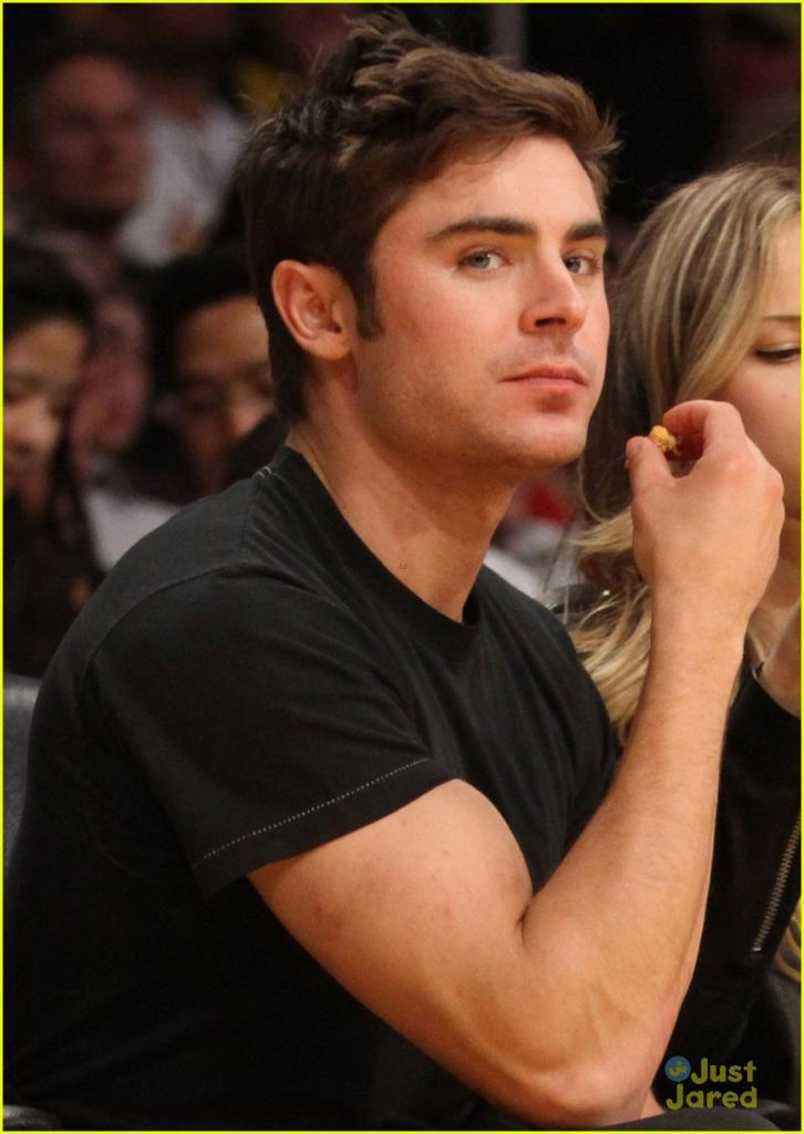 zac efron halston sage lakers game 02