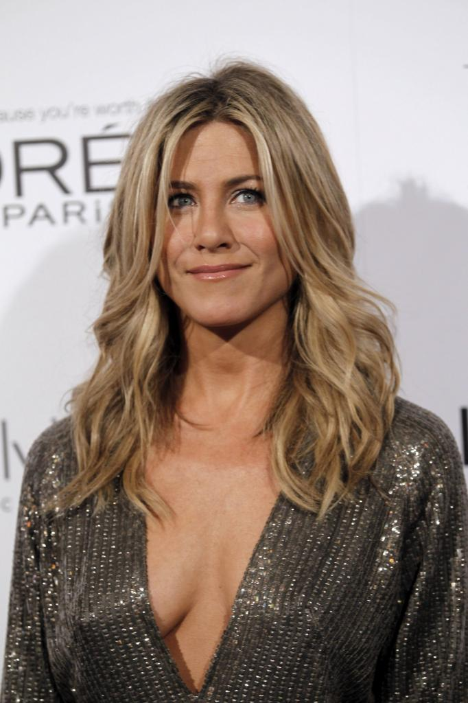 19 Stages Of Jennifer Aniston's Famous Hair Throughout The Years - BT