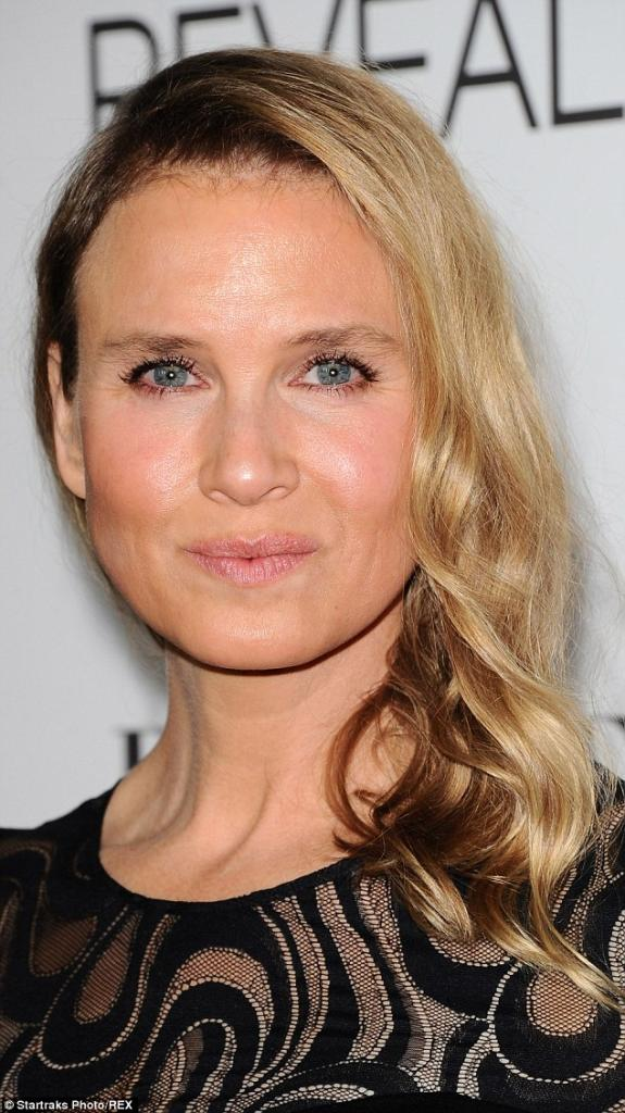 Renee Zellweger's Face Is Unrecognisable As She Steps Out With