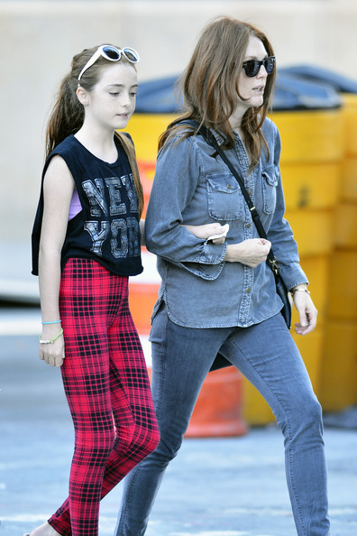 Liv Freundlich Pictures Julianne Moore And Daughter In NYC -
