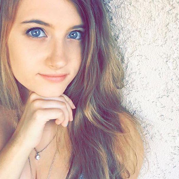 Christina Crockett ( @selfiekiller ) Instagram Profile     Pikore.co
