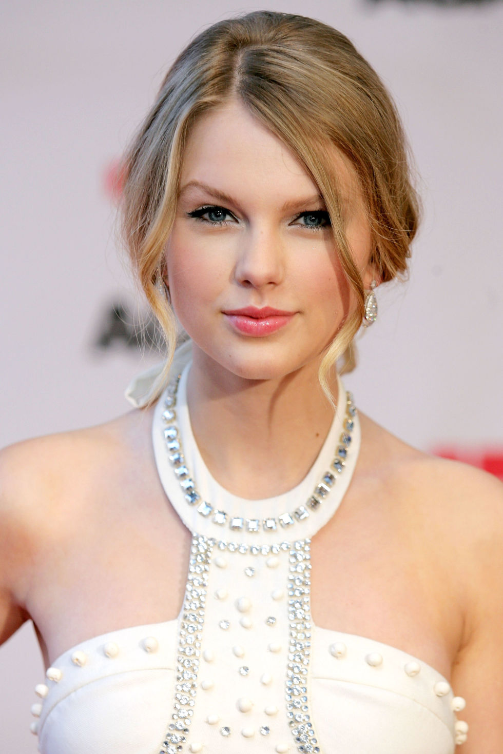 34 Taylor Swift Hairstyles - Taylor Swift's Curly, Straight, Short
