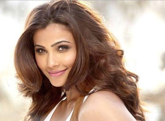 Daisy Shah Height, Weight, Age, Husband, Affairs & More - StarsUnfolded