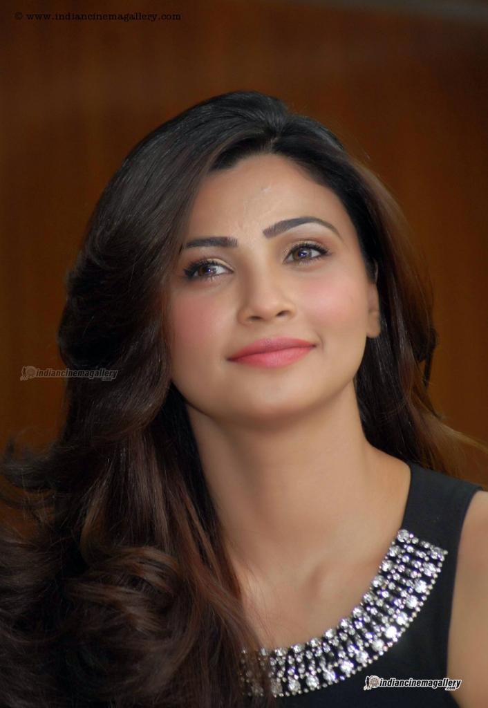 Daisy Shah Actress Photos Stills Gallery