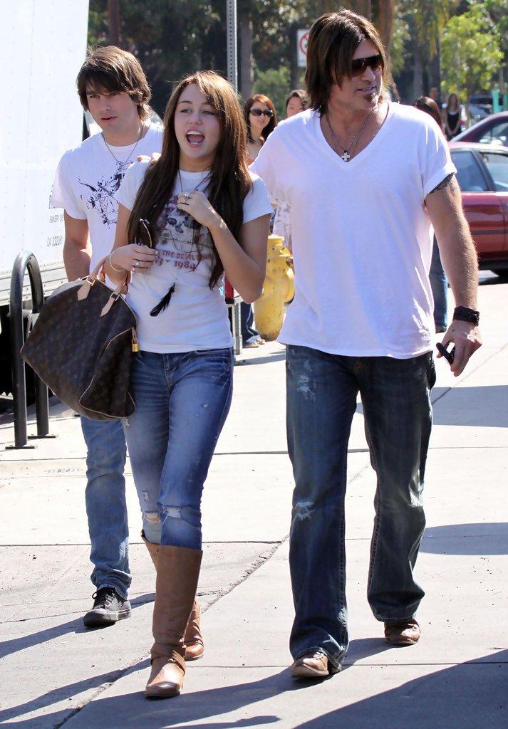 Miley Cyrus and Billy Ray Cyrus Photos - Miley Cyrus And Justin Gaston