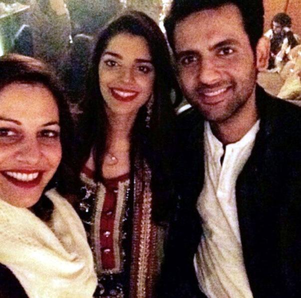Viral News Pakistan Home: Sanam Saeed Profile, Photos, News, Bio