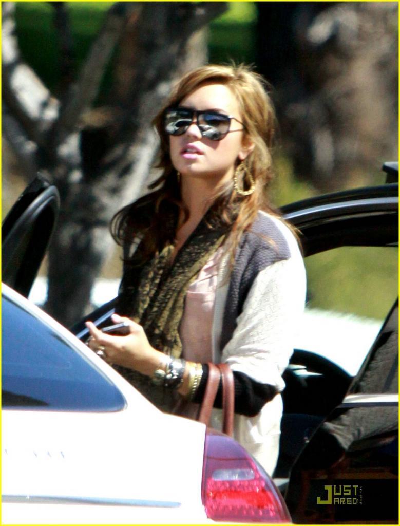 Demi Lovato: Pinz Bowling with Rob Kardashian! Photo