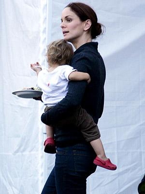 Sarah Wayne Callies And Keala 'Break' Out     Moms & Babies