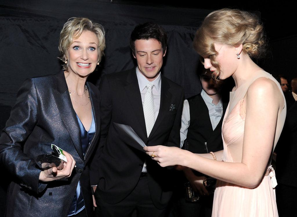 Taylor Swift and Cory Monteith Photos Photos - 2011 People's Choice