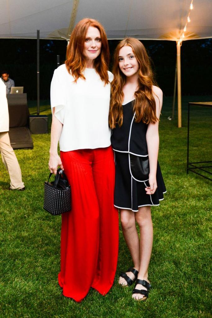 Annie Leibovitz: Julianne Moore & Daughter Liv Freundlich. Vogue