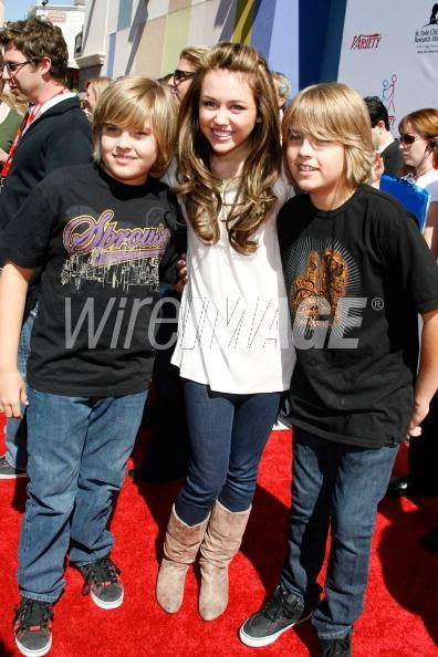 Actors Dylan Sprouse Miley Cyrus and Cole Sprouse arrive to the 2007
