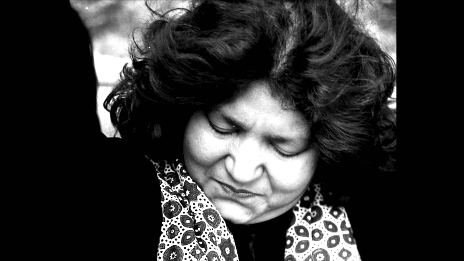 Abida Parveen - Kafi (Kalaam E Bulleh Shah) - YouTube