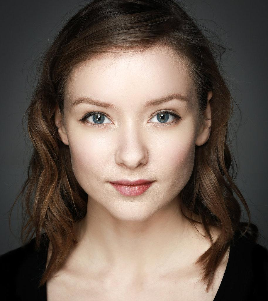 Alexandra Dowling Pictures