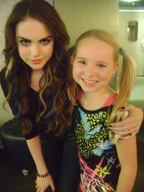 Amber Urban Amber On Set Of Victorious With Elizabeth Gillies
