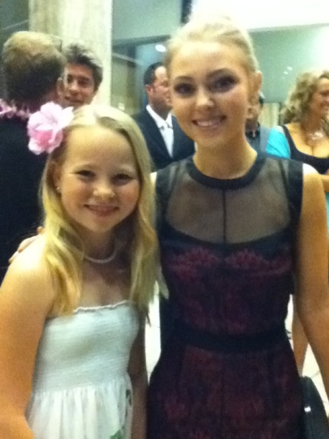Amber Urban Amber With Annasophia Robb At The Premiere Of Soul Surfer