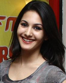 Amyra Dastur Biography, Wiki, DOB, Family, Profile, Movies, Photos