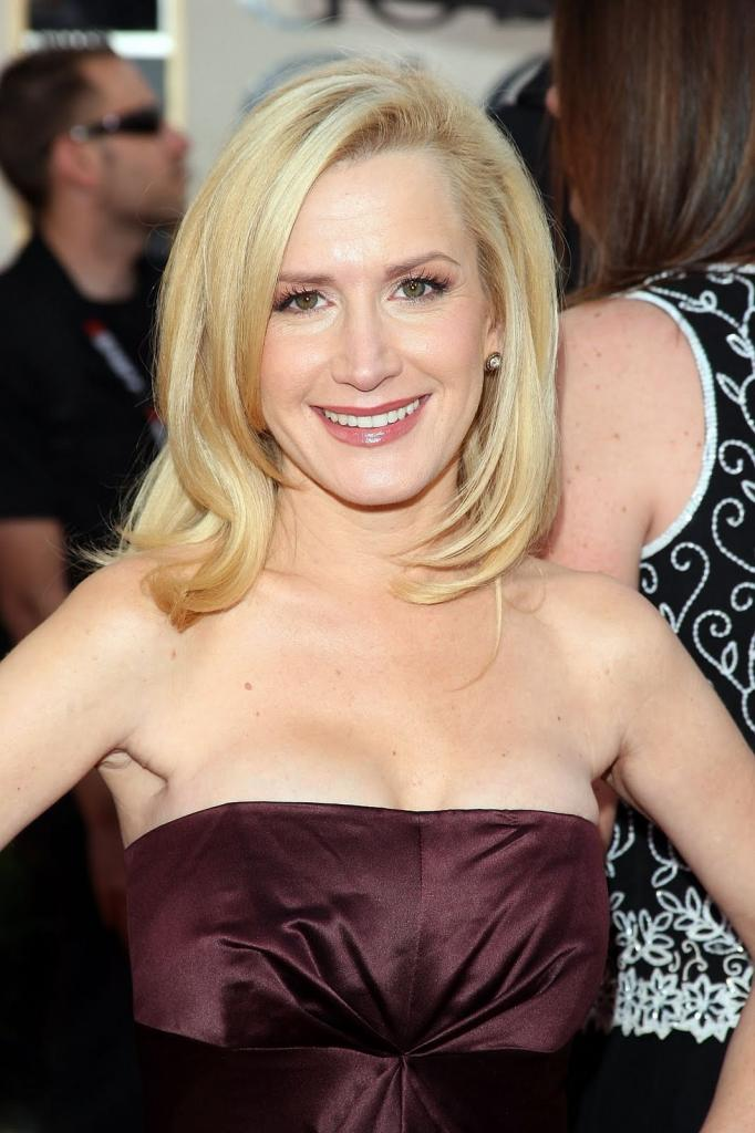 Angela Kinsey Bra Size, Height, Weight, Controversial,Body
