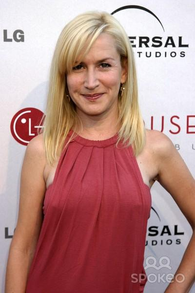 Angela Kinsey: Net Worth, Salary, House, Car, Single & Family - 2016