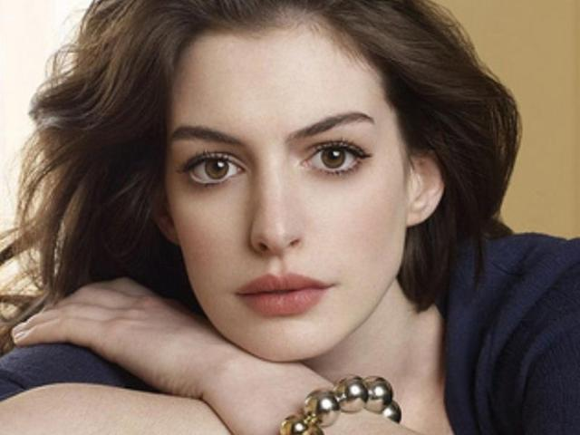 Anne Hathaway's Bikini Pic Is The Best Pregnancy Announcement Ever