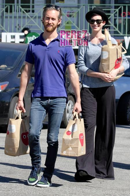 Anne Hathaway & Adam Shulman Celebrate 1 Year Of Wedded Bliss At The
