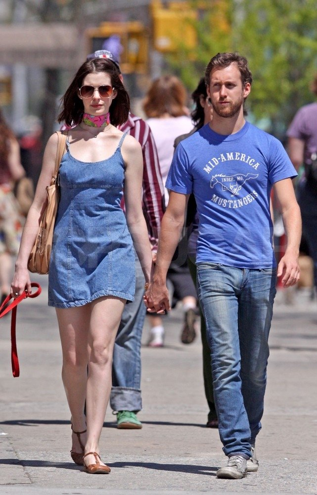 Anne Hathaway   Who's Date Who