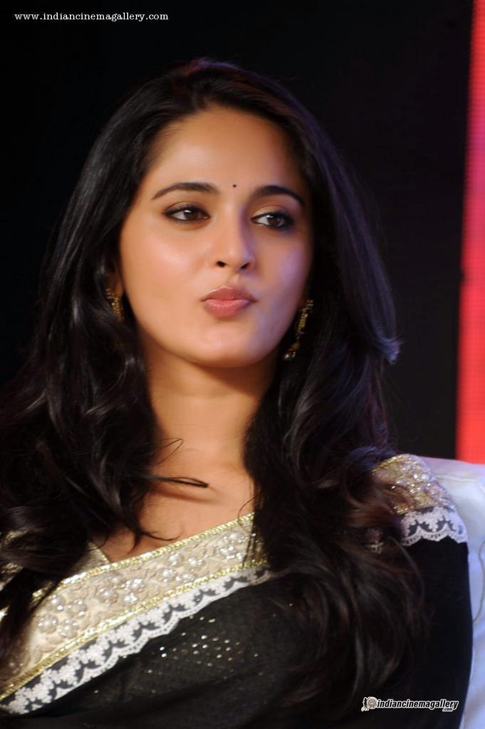 Anushka Shetty - Anushka Shetty During Lingaa Promotion Indian