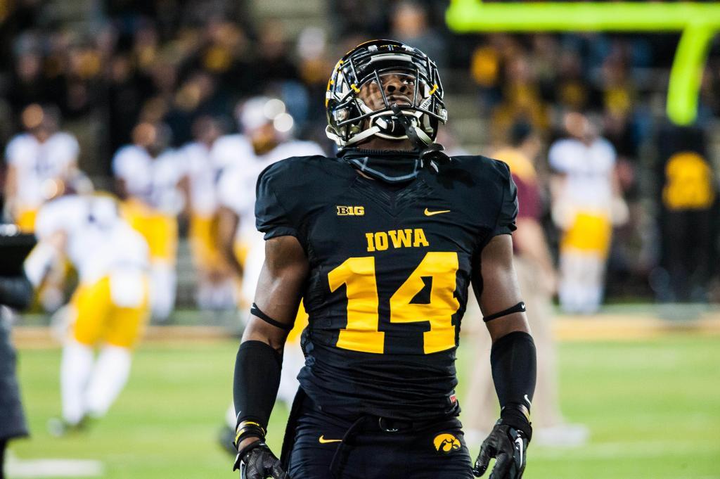 Big Ten Football: Iowa's Desmond King Wins Jim Thorpe Award      Big