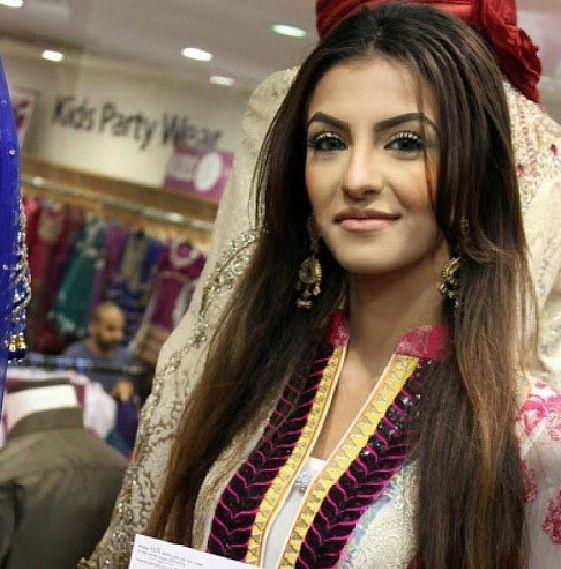Boxer Amir Khan's Wife, Faryal Makhdoom, Tries Her Hand At Beauty