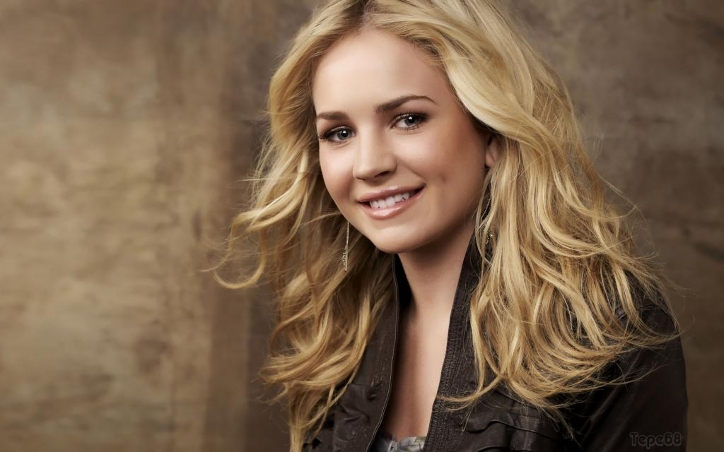 Brittany Robertson wallpapers