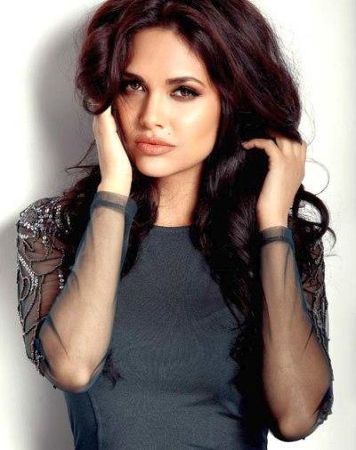 Esha Gupta Wiki, Height & Weight, Age, Bra Size Measurements