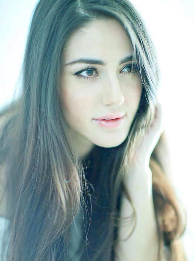 Farah Karimaee : Biography, Wiki, Age, Height, Boyfriend, Images