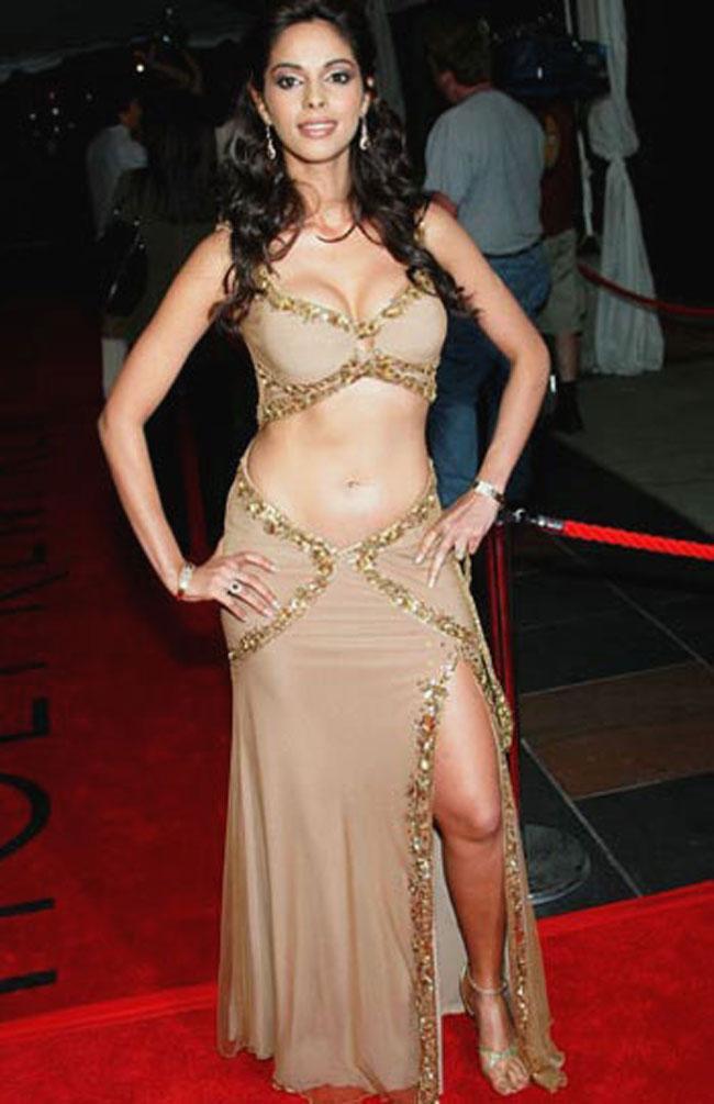 Five Times Mallika Sherawat Did Nude Like No Other -   Photo1