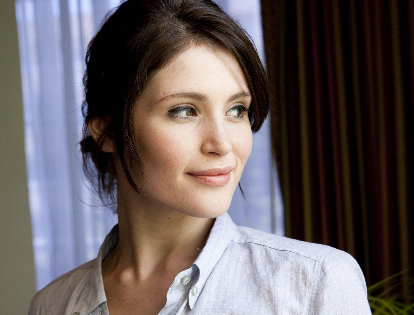 Gemma Arterton Learned French At Dialogue-France