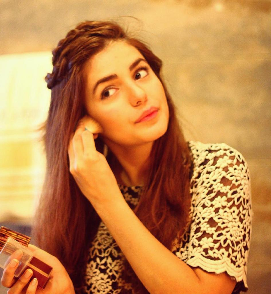 Gorgeous And Stunning Momina Mustehsan Friends And Family Pictures
