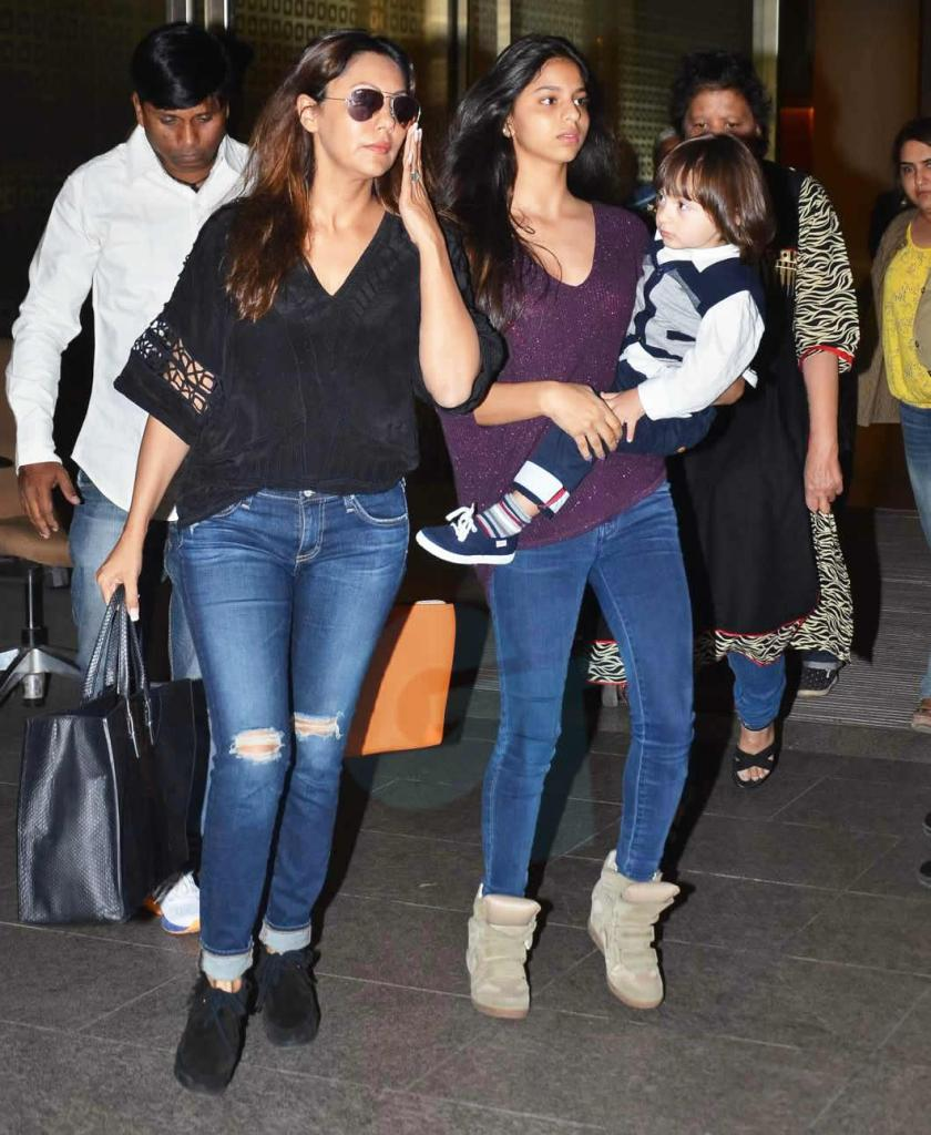 GossipTicket     AIRPORT STYLE! SRK And Family Land In India;