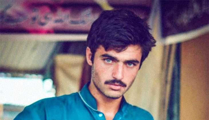 Here's What Makes The Craze About Pakistani Chaiwala Arshad Khan