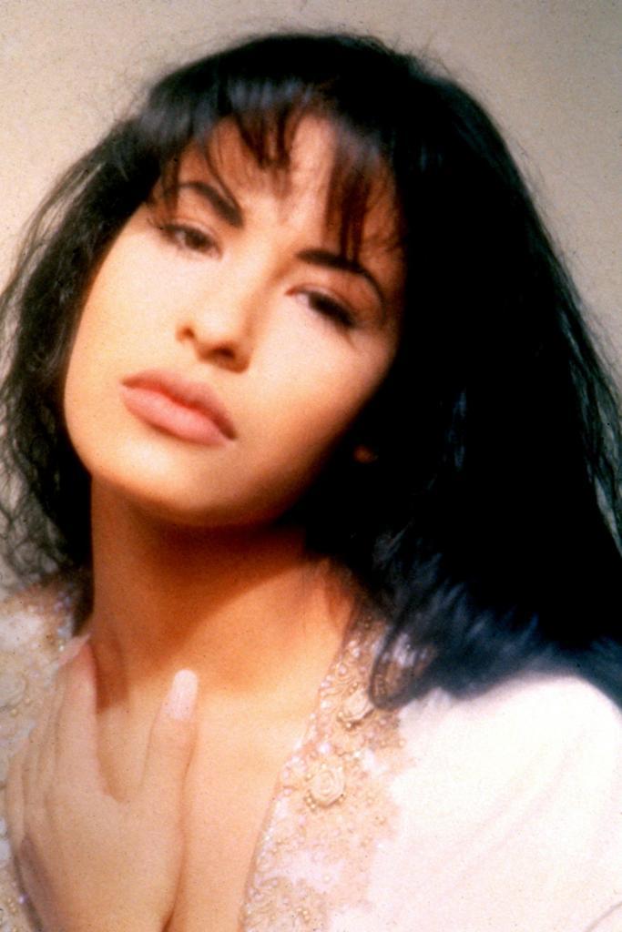 How Did Selena Quintanilla Die?   POPSUGAR Latina