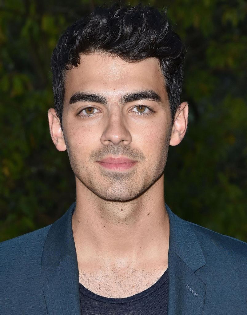 Joe Jonas Adds A Pop Of Color To His Hair - Twist