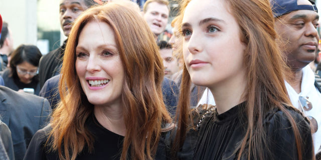 Julianne Moore And Her Daughter Look Exactly Alike     Liv