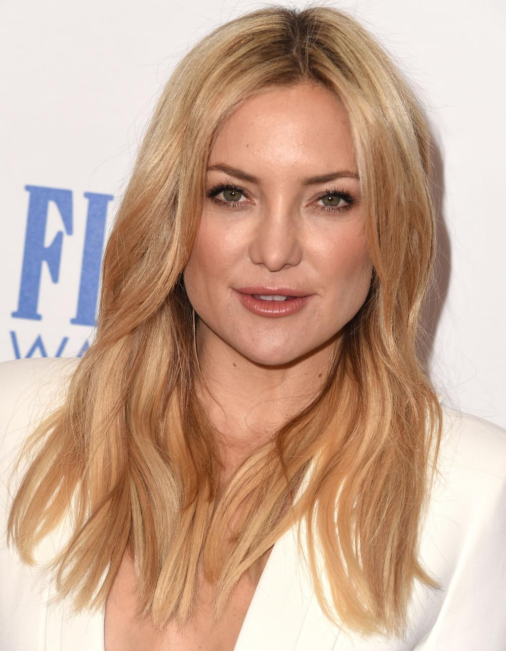 Kate Hudson Debuts A Short Haircut At The Golden Globes - SELF