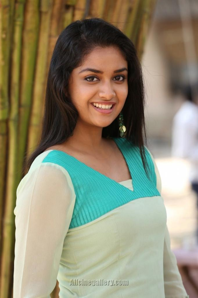 Keerthi Suresh Biography Profile, Age, Parents, Height, Weight
