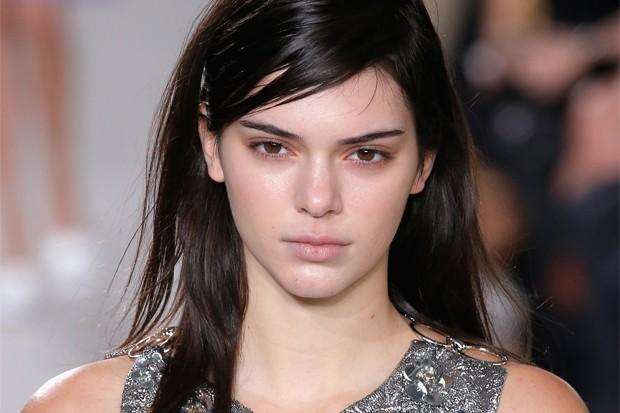 Kendall Jenner Goes (Almost) Makeup-Free In Michael Kors Fashion