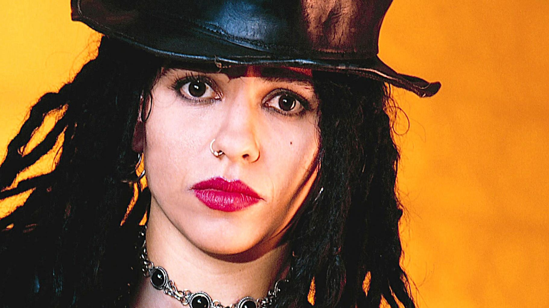 Linda Perry   New Music And Songs