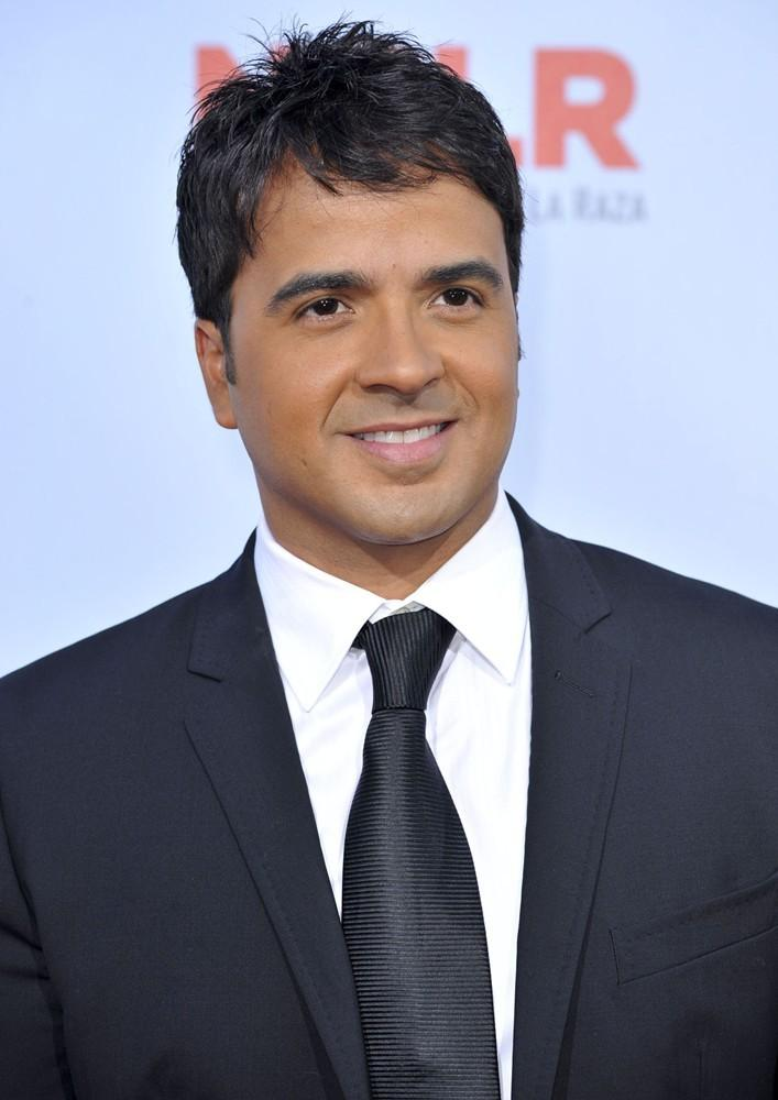 Luis Fonsi Pictures, Latest News, Videos And Dating Gossips