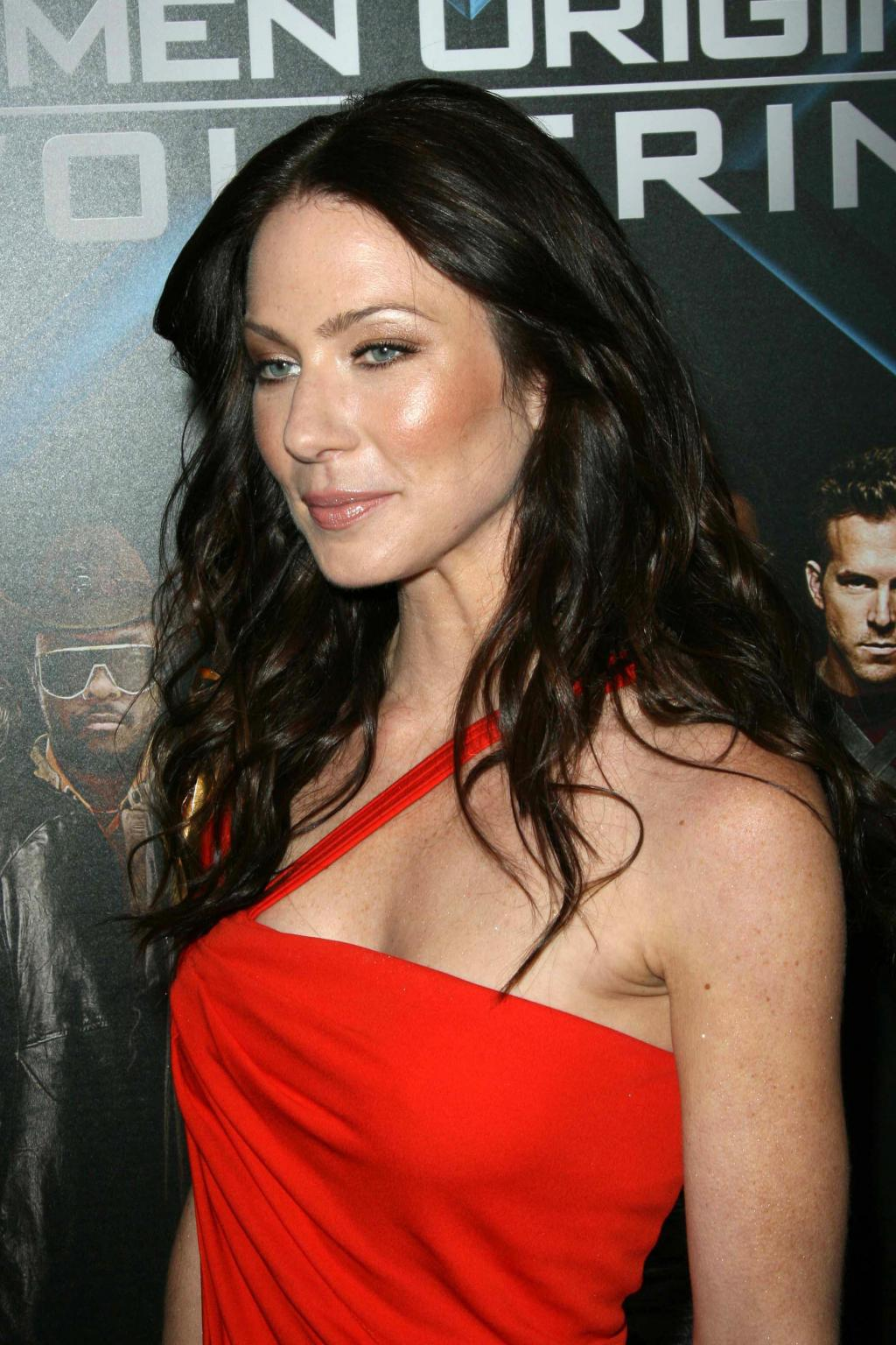Lynn Collins Photo Gallery - 67 High Quality Pics Of Lynn Collins