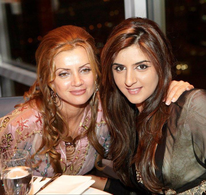 Mahra MRM Con Su Madre Zoe Grigorakos (2011)   Mahra MRM 1   Pinterest