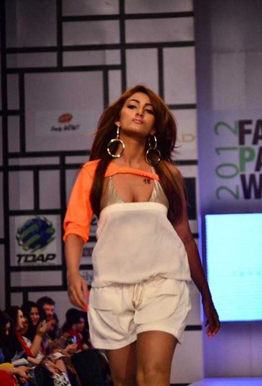 Mathira Top Fell Down At Fashion Pakistan Week 3 (Pic